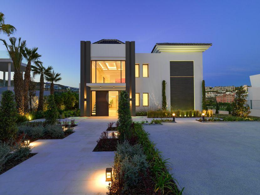 A contemporary luxury villa for sale at Los Flamingos golf, Benahavis