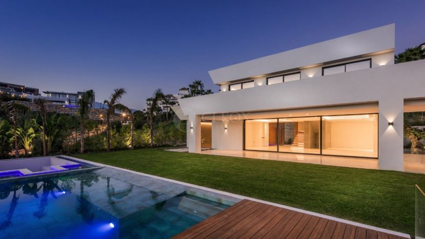 Luxury contemporary villa for sale in Benahavis