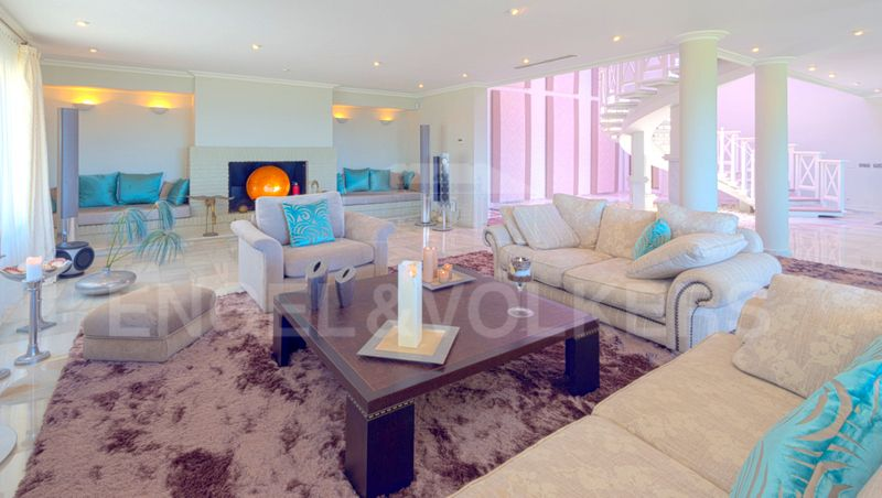 Fantastic Frontline Beach Villa For Sale In Las Chapas