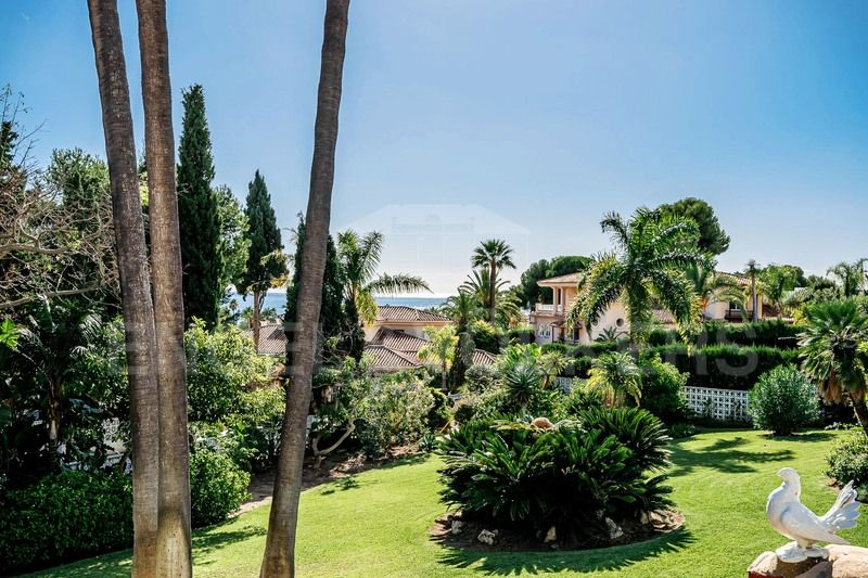 The only large plot with open sea views in Los Monteros Marbella
