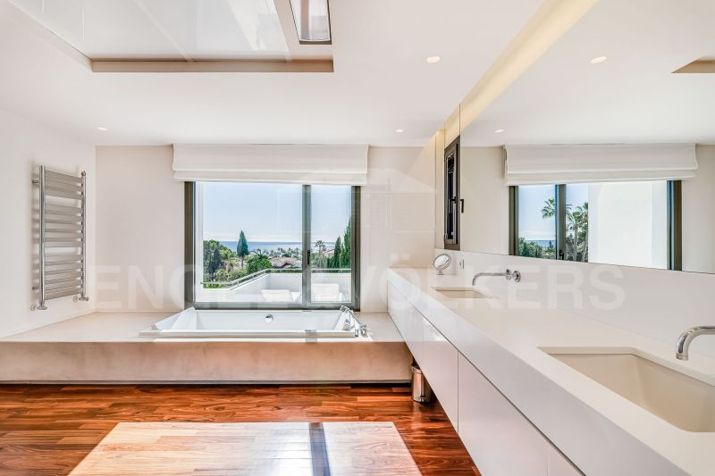 Modern villa with sea views in Los Monteros Marbella, Los Monteros