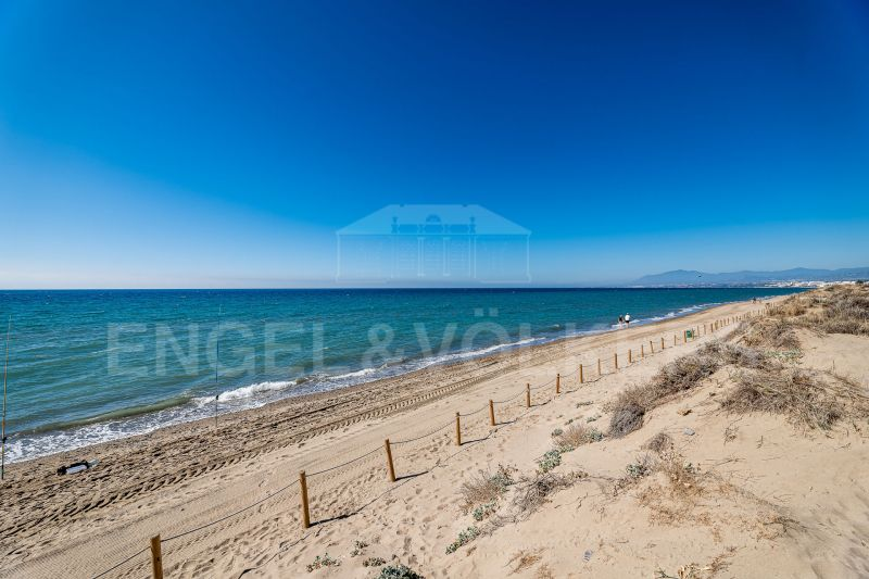 Luxury penthouse only meters from the beach in Bahia de Marbella, Bahia de Marbella