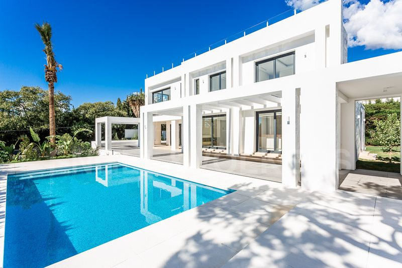 Stunning, contemporary, new villa with panoramic sea and mountains views in Nagüeles, Nagüeles