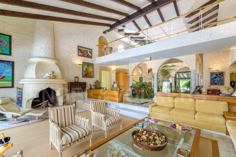 Villa on plot of 5000 m2 at 100m from the beach in Los Monteros Marbella, Los Monteros