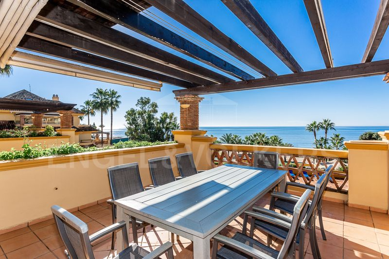 Frontline beach apartment in Río Real Playa Marbella