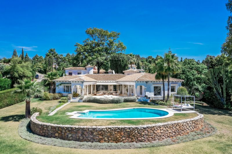 Large Family Villa with sea views and guest house
