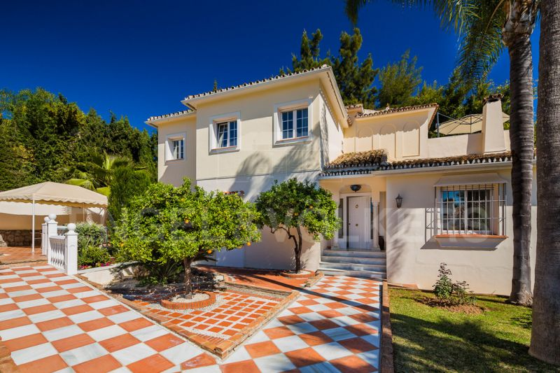 Great family villa with sea views in Nagüeles