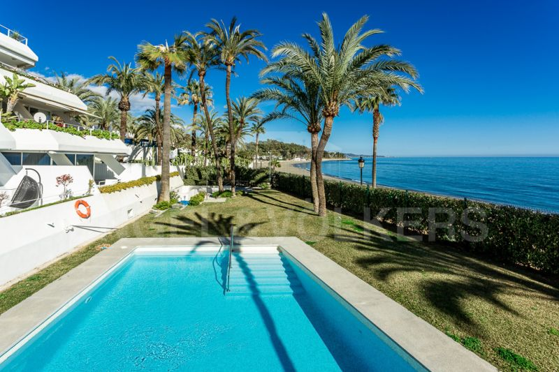 Modern Apartment right on the Beach, Marbella