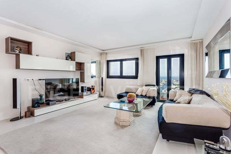 Penthouse Extravaganza on the frontline of Puerto Banus