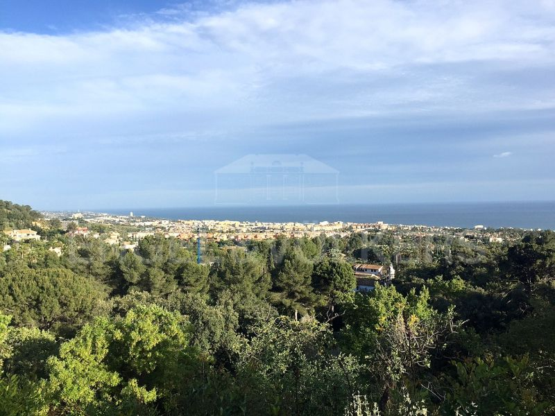 Best plot of 13.000m2 with panoramic sea views in Cascada de Camojan Marbella