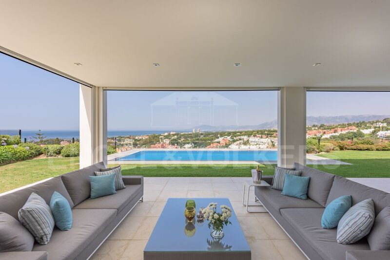 Modern brand new villa with spectacular sea views in Cabopino