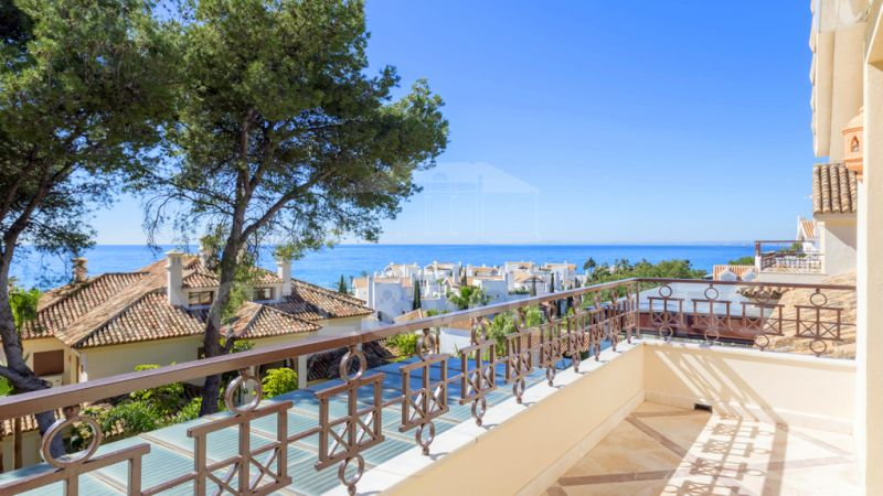 Marbella, Los Monteros Playa, Luxury penthouse for sale in the beachfront complex