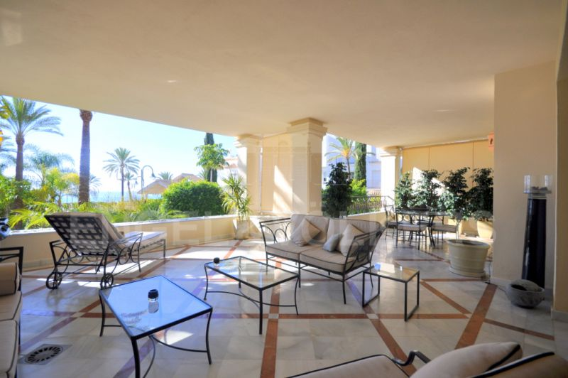 Exclusive beachfront apartment for sale in Los Monteros