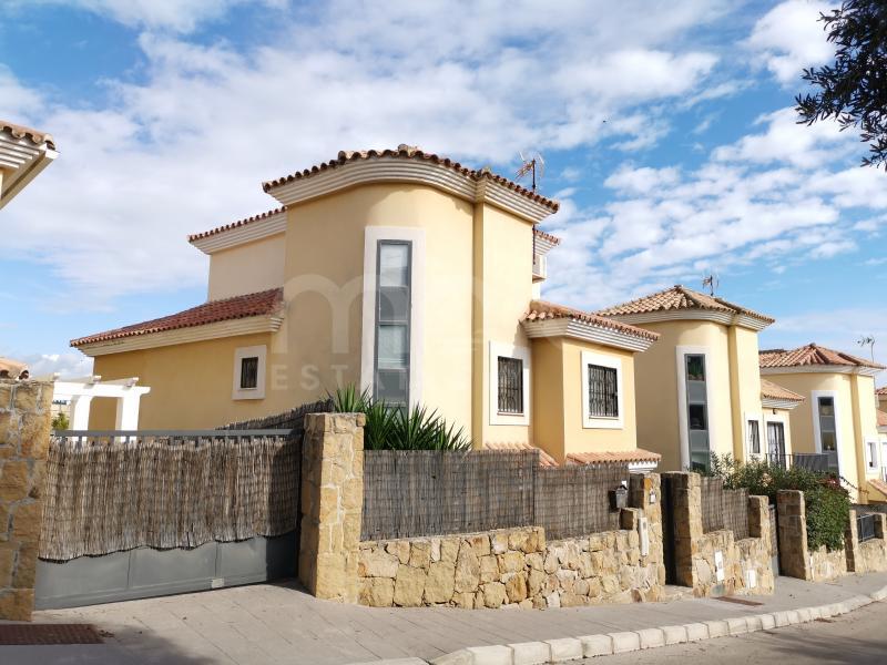 4 bed villa in Maria Teresa, Sabinillas