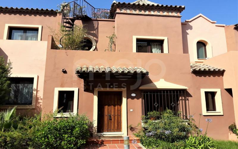 Geschakeld huis te koop in Valle Romano, Estepona