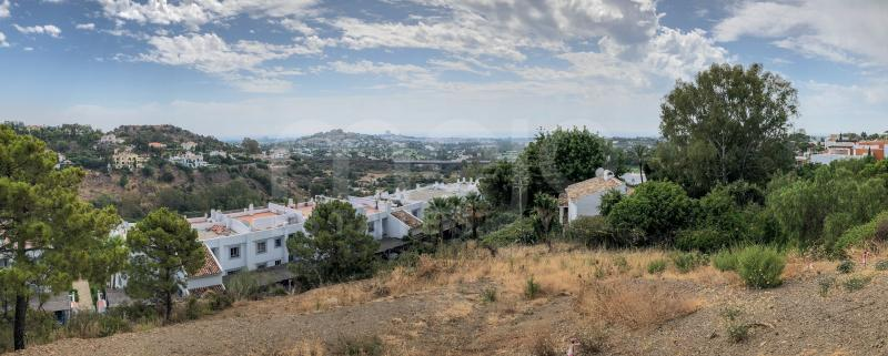 Corner plot with breath taking see views. The plot has a project with a beautiful modern villa with license.