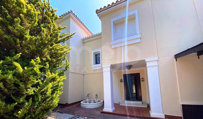 Villa te koop in Guadalobon, Estepona
