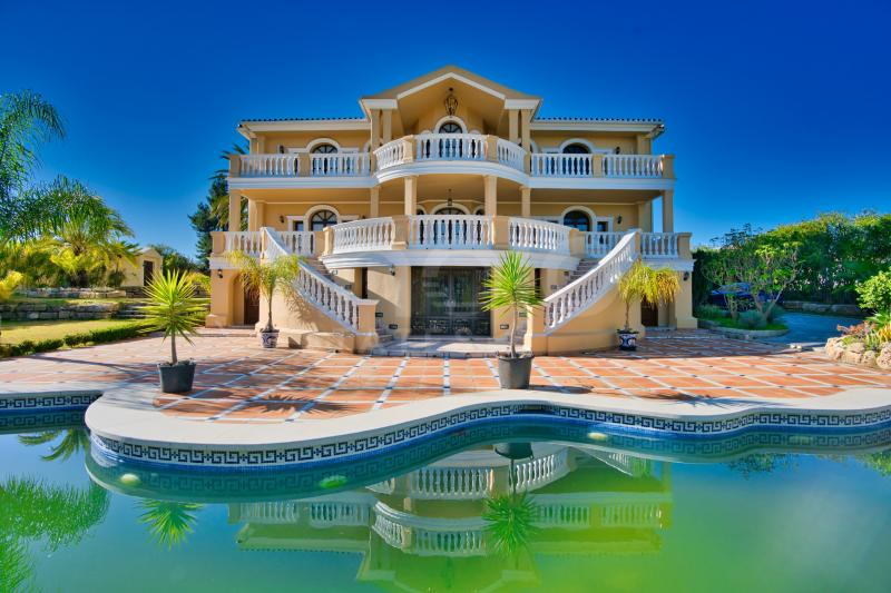 Villa à vendre dans New Golden Mile, Estepona