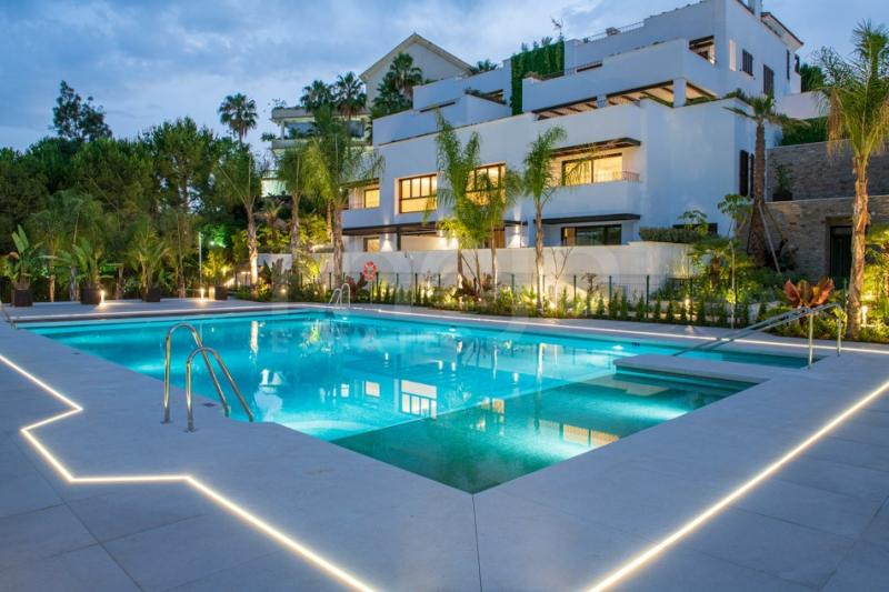 STUNNING 3 BEDROOM GROUNDFLOOR DUPLEX ON EXCLUSIVE GOLDEN MILE MARBELLA