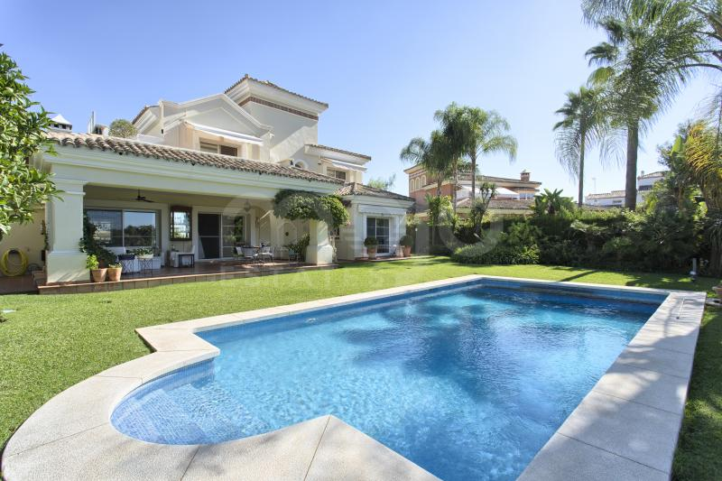 SUPERB 4 BEDROOM VILLA FRONTLINE GOLF AT LA QUINTA, BENAHAVIS