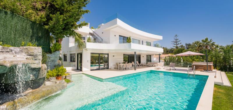 Villa til salg i Parcelas del Golf, Nueva Andalucia