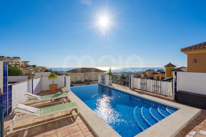 Välkommen till Villa Estrella Detta är den perfekta mixen av en andalusisk villa med skandinavisk touch och en helt fantastisk utsikt över Medelhavet. Huset är mycket ljust och har en unik karaktär och själ.