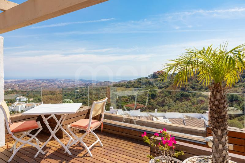 Beautiful duplex penthouse for sales in La Mairena with absolutely beautiful views