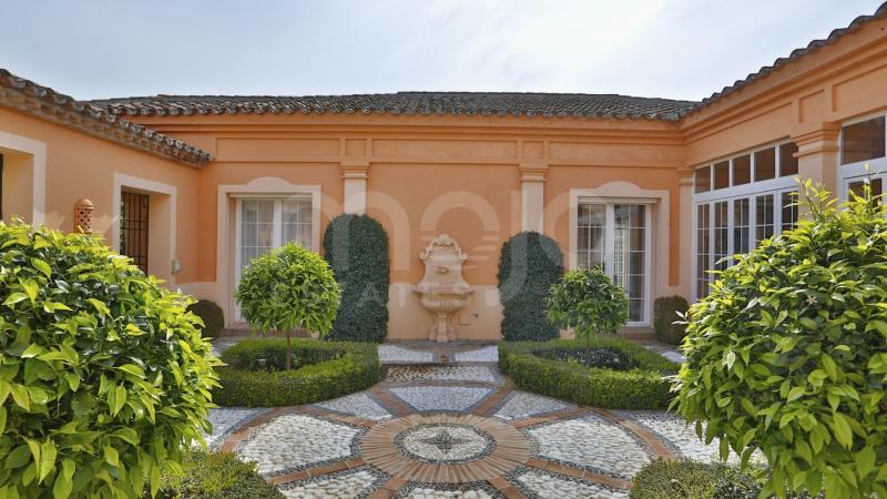 Villa en Guadalmina Baja, Marbella.