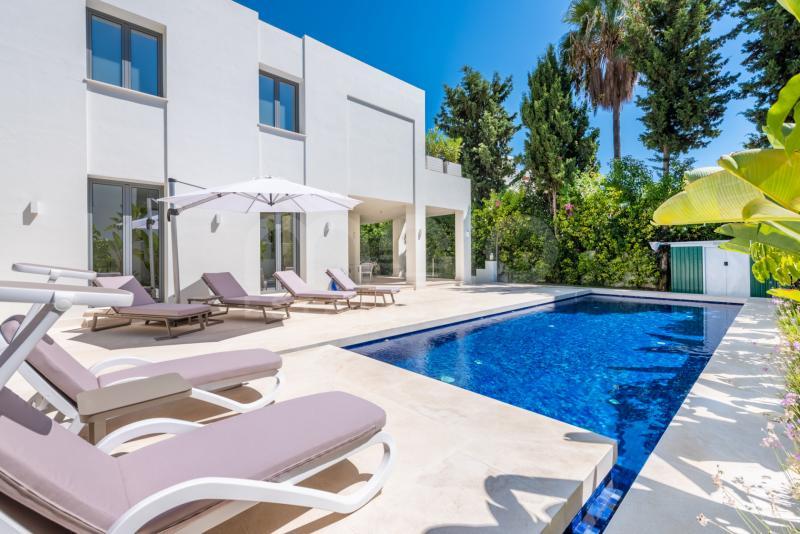 Villa te koop in Cortijo Blanco, San Pedro de Alcantara
