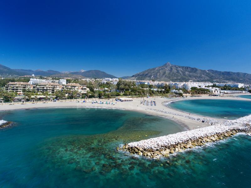 Beachfront duplex apartment in Marbella's most privileged location.