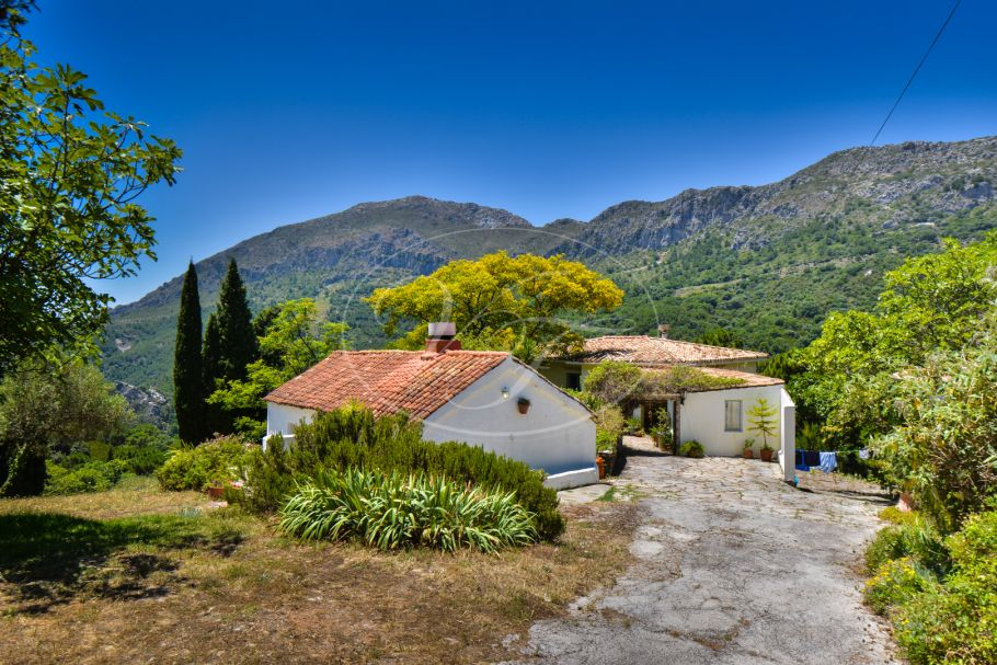 Country house in spectacular setting, Casares