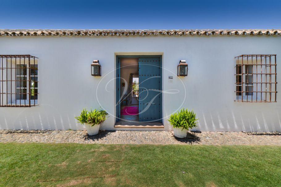 Beautiful cortijo with traditional courtyard, Sotogrande