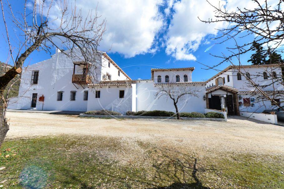 Hotel rural con vistas hacia Sierra Nevada, Granada