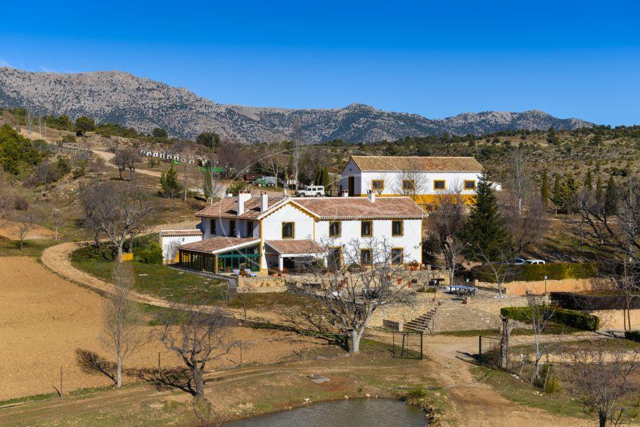 Jachtlandgoed met gerenoveerde Cortijo, Granada