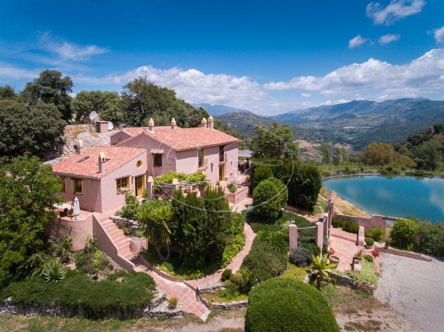 Prachtige Andalusische Cortijo met stallen, Gaucin