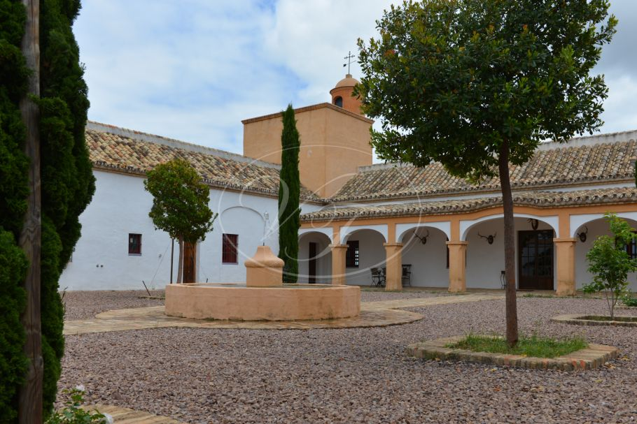 Shooting estate with magnificent cortijo hunting lodge, Aracena