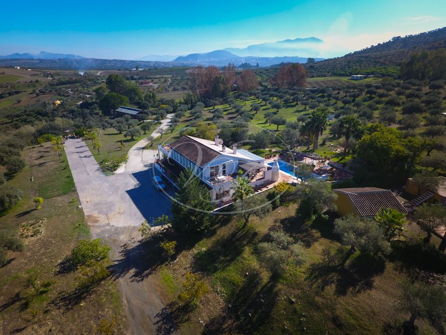 Equestrian Property with 2 villas and large stable, Coin