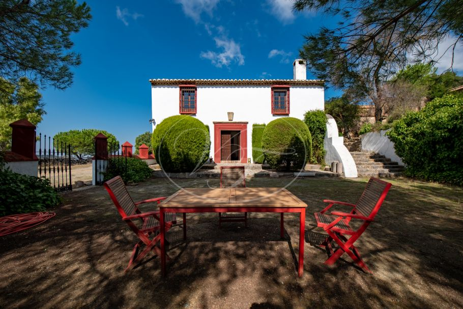 16th century cortijo with quality bungalow, Antequera