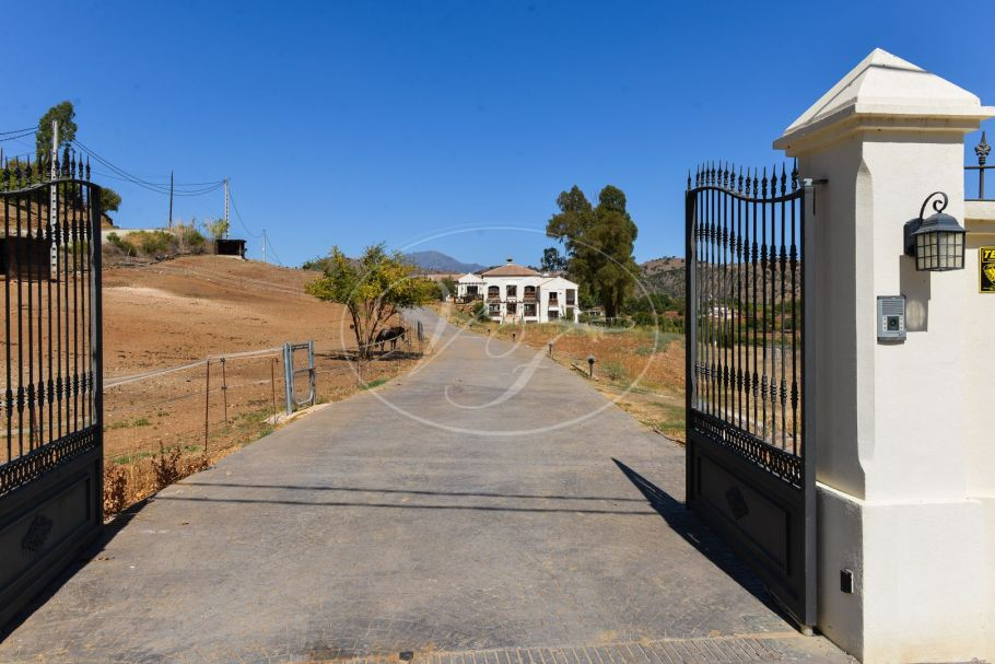 Luxury country villa with equestrian facilities, Coin
