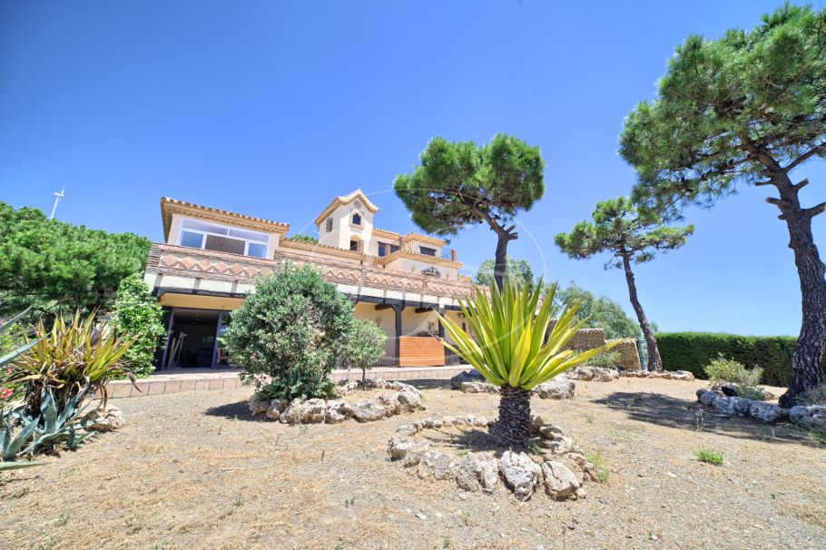 Charming villa with stunning views, Estepona