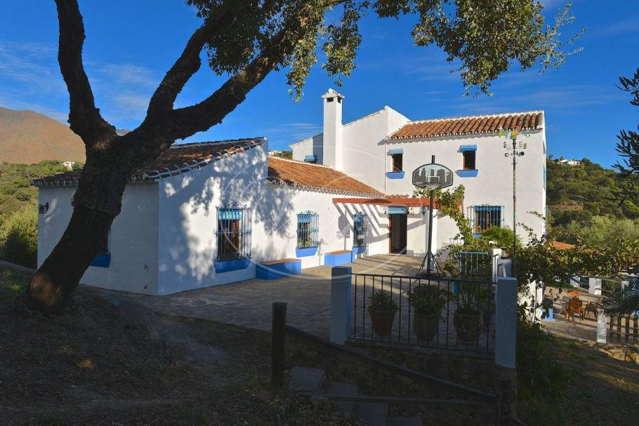 Spacious Finca in a stunning natural setting, Casares Montaña