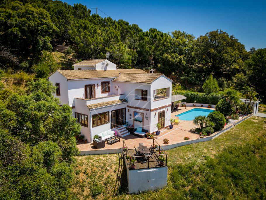 Encantadora villa con casa de invitados, Casares