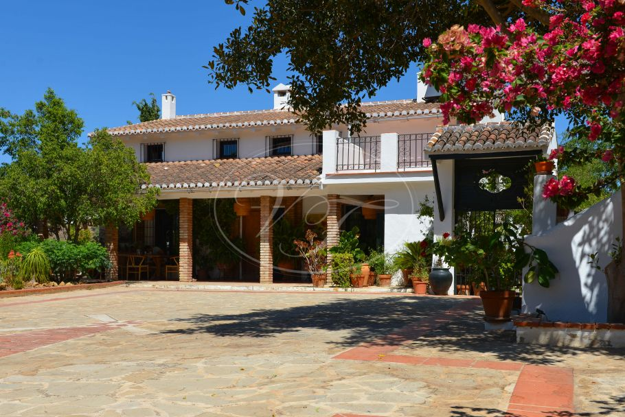 Beautiful country house, B&B, with guest apartments, Alora