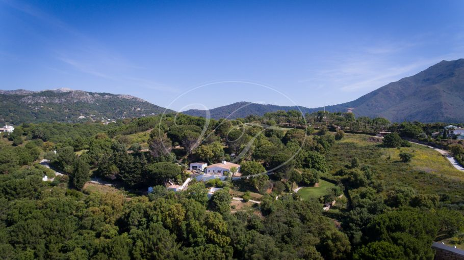 Spacious Country Villa with sea and Africa views, Casares