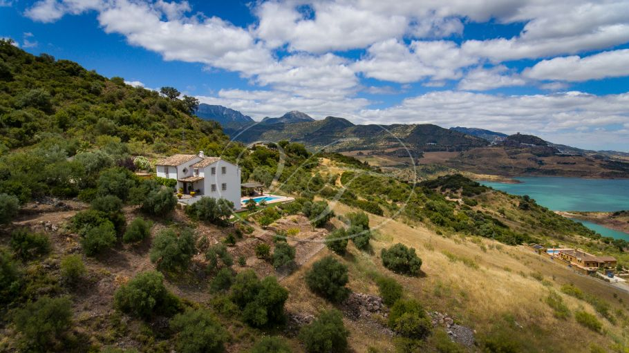 Spectacular country house with lake views, Ronda