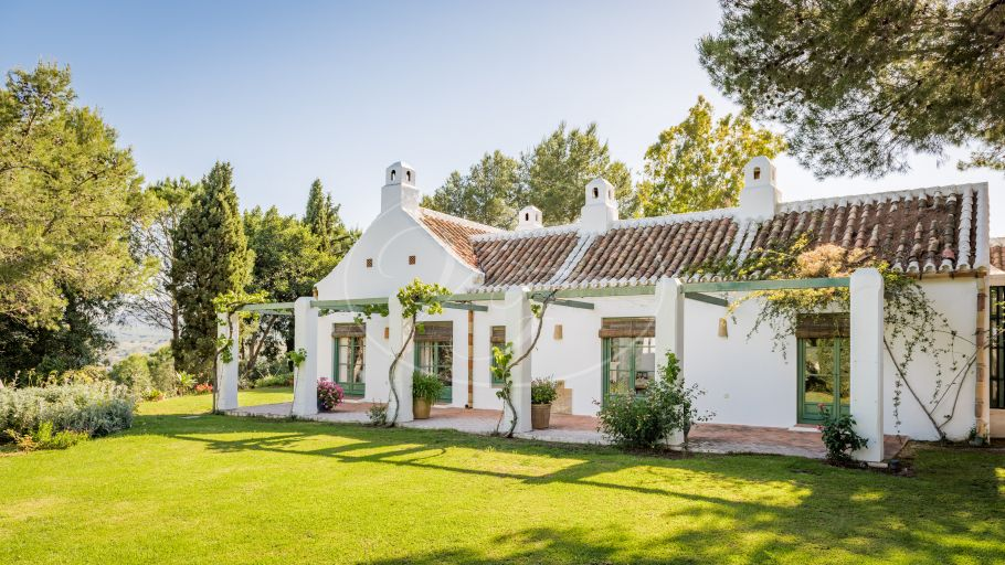 Andalusian cortijo with charming views, Coin