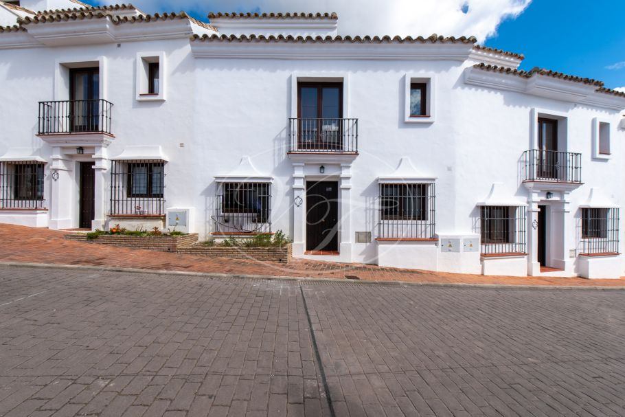 Lovely town house with courtyard, Casares