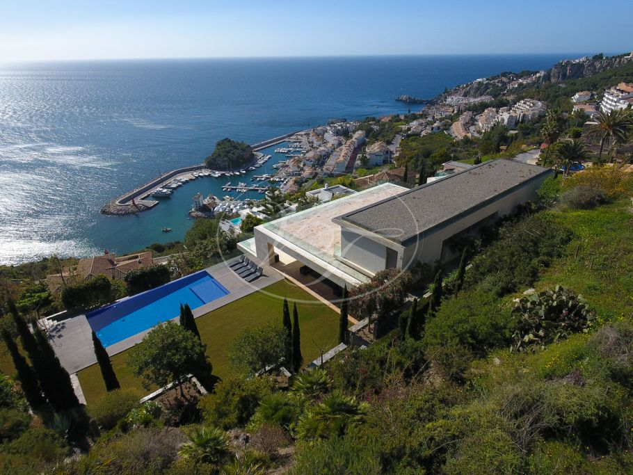 Exclusive Contemporary Villa with stunning sea views, La Herradura