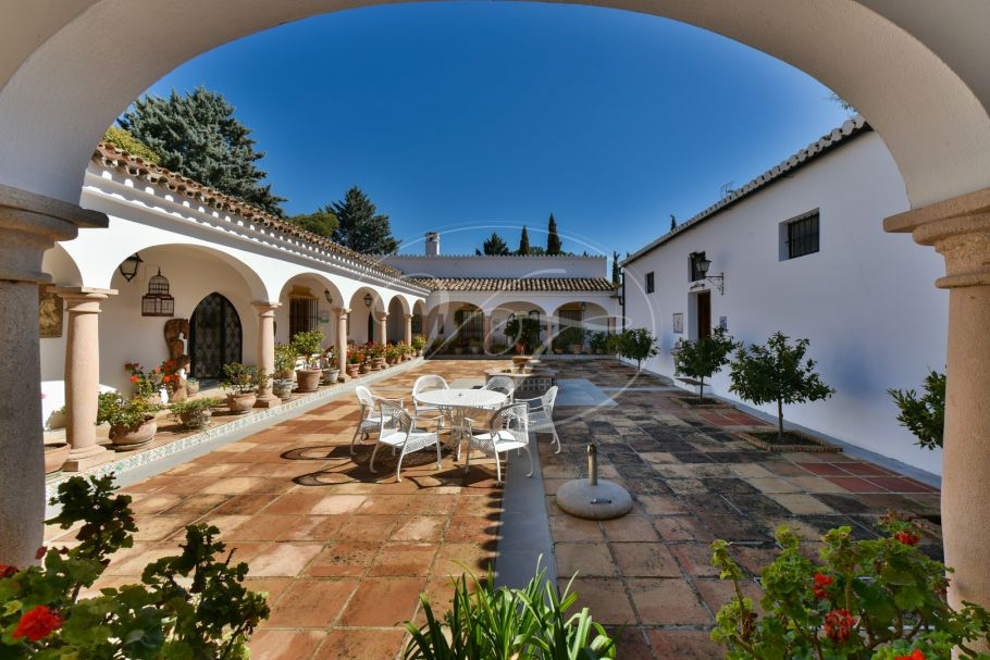 Beautiful cortijo with courtyard, Ronda