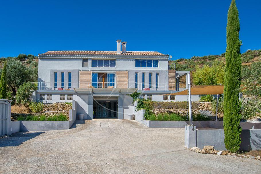 Contemporary country Villa with stunning views, Monda